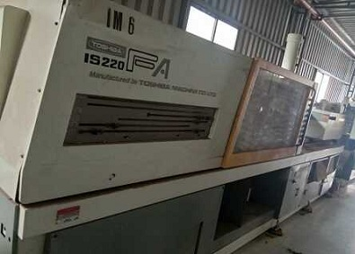 Toshiba 220 ton injection moulding machine