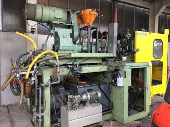 Bekum 2 liter 2 station blow moulder